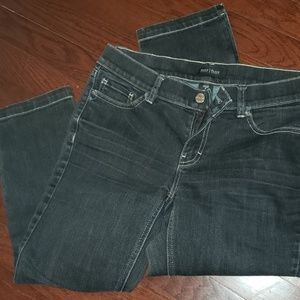 WHITE HOUSE/BLACK MARKET black capri jeans